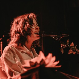 Nina Nesbitt - Photo Creds: Carol Simpson
